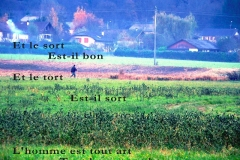 Homme dans son champ, Bonneville, Haute-Savoie. Poème sur le sort.
