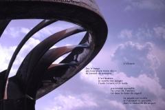 Roue du barrage de Chancy-Pougny exposéŽe ˆà Challex, dans l'Ain, avec en arrière plan les nuages sur le Jura. Poème sur l'alliance possible entre les hommes et la nature.